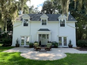 Luxurious-Carriage-House-on-Riverfront-